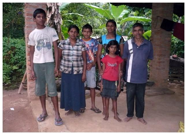 gunasomas-familly-diyatarippu-kandy-sri-lanka-chandima-ambanwala